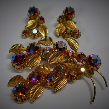 Brooch & Earring set, Unknown maker, Late 20 Century - Costume Jewelry