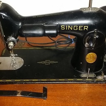 ??? Singer Sewing Machine