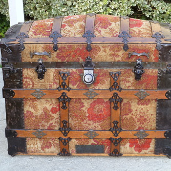 Late 1880's Carpet Covered Trunk Excellent Condition - Furniture