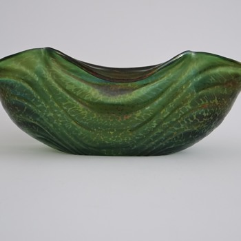 Loetz - Esmeralda  - Dunkelgrün Wellenoptisch Ciselé  - Art Glass