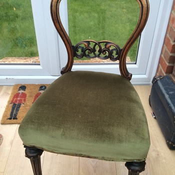 Really pretty handcarved wood chair ?  - Furniture