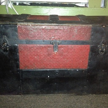 Cool trunk mystery  - Furniture