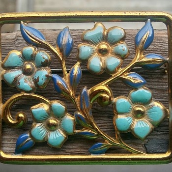 Blue enamel and arrow brooch - Costume Jewelry
