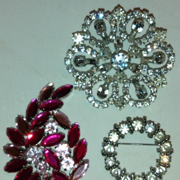 Vintage Brooches - Costume Jewelry