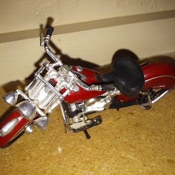 my favorite 1948 Indian chief Knucklehead die cast toy motorcycle by Maisto