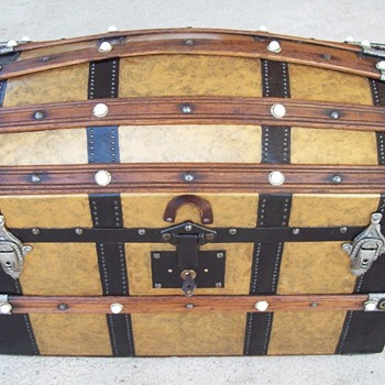 Unusual large Antique Doll Trunk - Toys