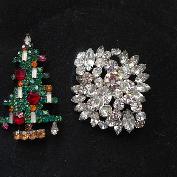 Weiss rhinestone brooch and christmas tree pin