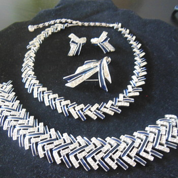 Marboux Necklace set - Costume Jewelry