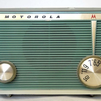 1962 Motorola Model A16G Tube Radio