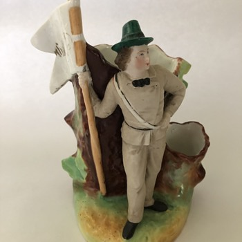 Soldier spill vase porcelain staffordshire? - Figurines