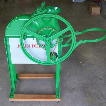 John Deere 1-B corn sheller - Tractors