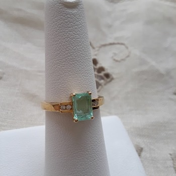 Paraiba Tourmaline, set in 18kt Gold with  Channel set Diamonds  - Fine Jewelry