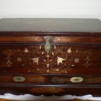 Wooden trunk - Furniture