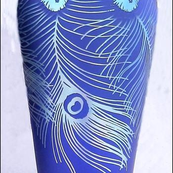 Fenton Favrene Iridescent Peacock Feathers Vase. - Art Glass