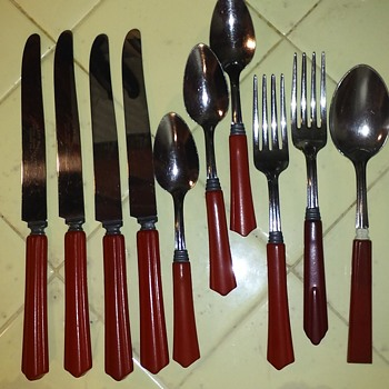 10pc 'set' of old stainless flatware with red bakelite handles - Kitchen