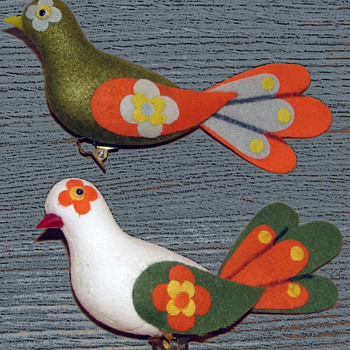 Pair Early 1970s Peace Dove Christmas Tree Ornaments - Christmas