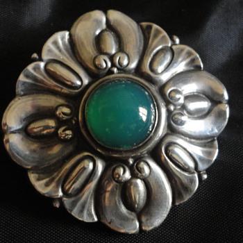 Jugendstil 800 Silver & Chrysoprase Brooch c. 1900, by Wilhelm Müller of Berlin - Fine Jewelry