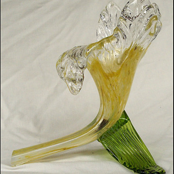 KRALIK GLASS FLOWER . ( yes another !)  - Art Glass
