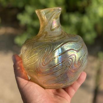 Heckert Changeant - Art Glass