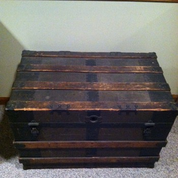 Old Trunk that we are thinking about getting rid of - Furniture