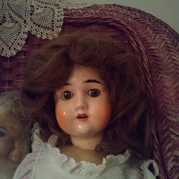 doll identification - Dolls
