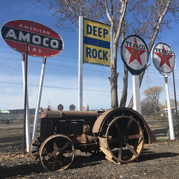 1920's Fordson Tractor - Signs