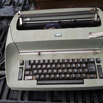 IBM SELECTRIC electric typewriter - Office