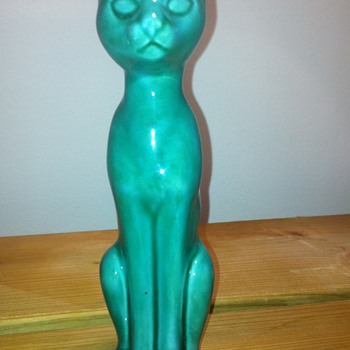 Glazed Cat model number AP 179 ENGLAND - Pottery