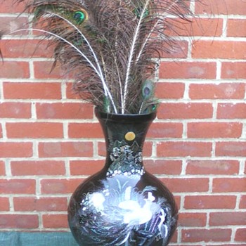 My black lacquer vase - Asian