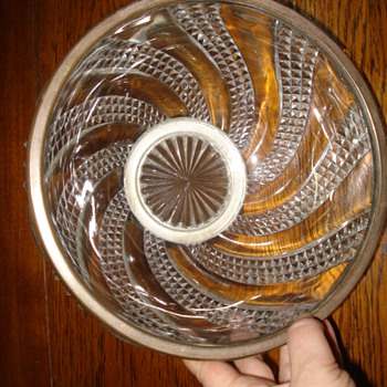 Baccarat Diamond Serpentine pattern large bowl mounted  - Art Glass