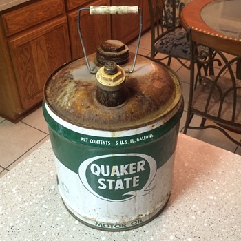 1950's Quaker State 5 gallon oil can - Petroliana