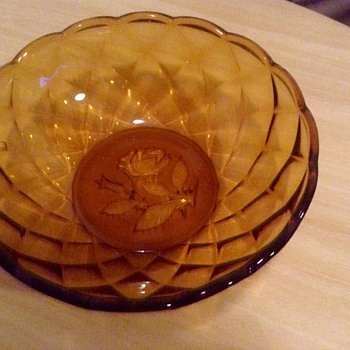 Amber bowl with rose in the bottom - Glassware