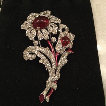 TRIFARI FUR CLIP - Costume Jewelry