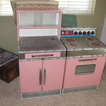 Wolverine Tin Stove and Cabinet HELP! - Games