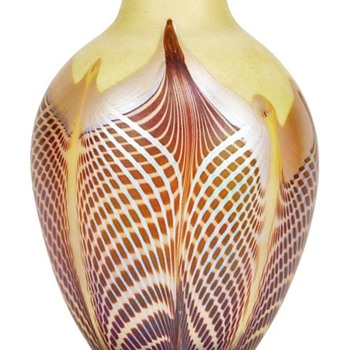 QUEZAL DECORATED ART GLASS VASE, circa 1902 - Art Glass