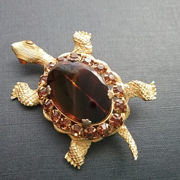 DeNicola turtle brooch  - Costume Jewelry