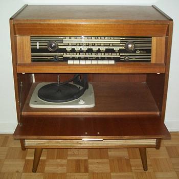 DELATONE STEREO CONSOLE - Radios