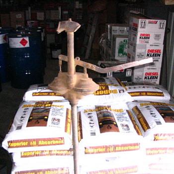 Hand Pump - Petroliana