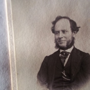 A BIG SMILE! I FOUND ONE, RARE SMILING EARLY CDV PHOTO! - Photographs