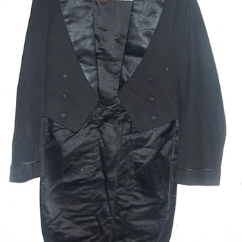 Vintage Tuxedo tails Coat Metzel tag under inside collar 1913- Unknown about this company - Mens Clothing