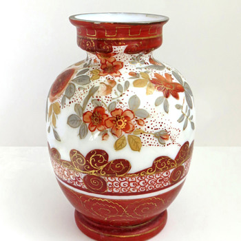 Japanese Kutani-style Glass vase c. 1880 attrib. to Harrach - Art Glass