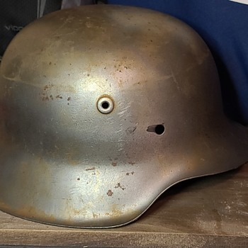 Vintage WW2 helmet - Military and Wartime