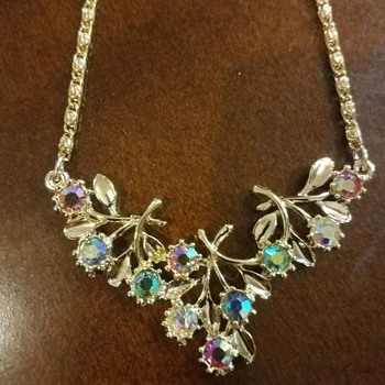 Vintage Beautiful Gold Tone Aurora Borealis Rhinestone Dainty Necklace - Costume Jewelry