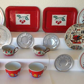 Vintage Ohio Art Children's Tin Dishes - Toys