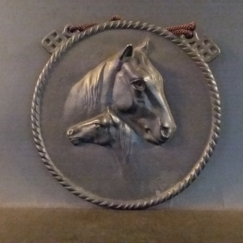Iwachu cast iron mare and foal plaque - Animals