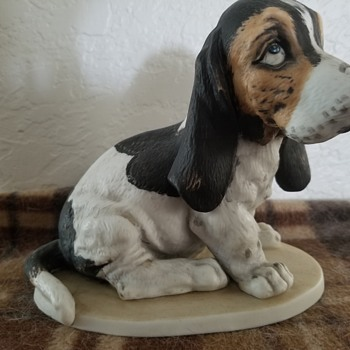 Beagle porcelain figure - Animals
