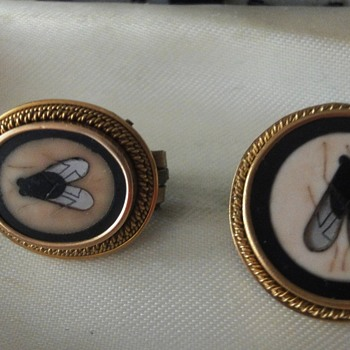 Pietra Dura Fly Brooches set in 14K Gold  - Fine Jewelry