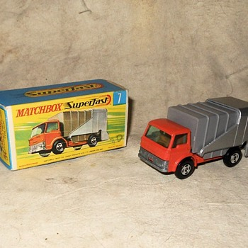 Mucho Messy Matchbox Monday Matchbox Superfast Ford Refuse Truck Circa 1971 - Model Cars