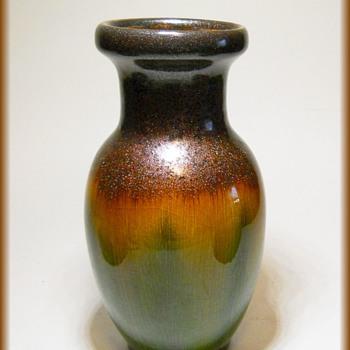 My little Spark Vase # 2 - HOSLEY TM POTTERIES. - Asian