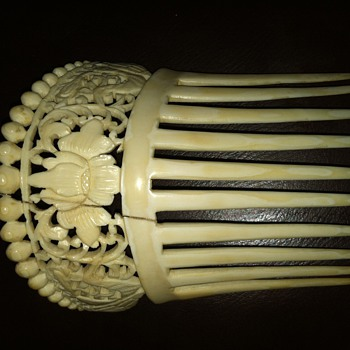 Ivory or Bone Comb